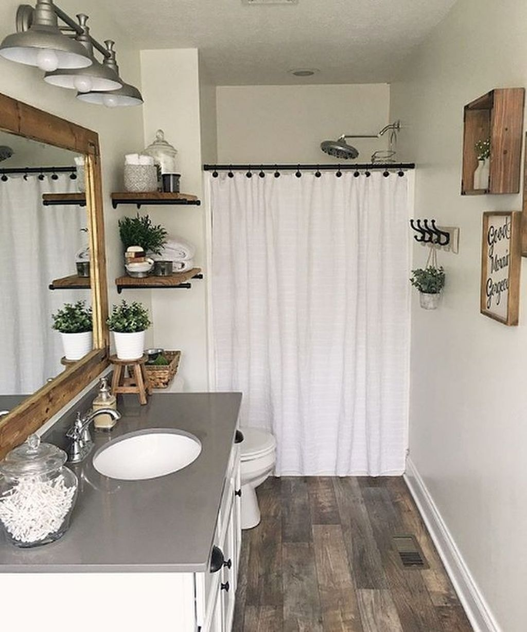 30+ Popular Farmhouse Small Bathroom Decorating Ideas