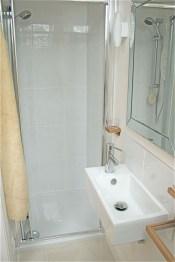 Awesome Bathroom Shower Ideas For Tiny House 19