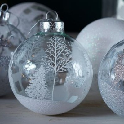 Best Home Decoration Ideas With Snowflakes And Baubles 01