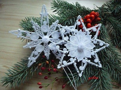 Best Home Decoration Ideas With Snowflakes And Baubles 05