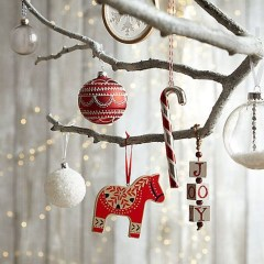 Best Home Decoration Ideas With Snowflakes And Baubles 25