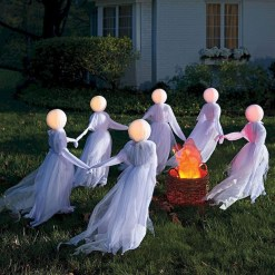 Newest Diy Outdoor Halloween Decor Ideas That Very Scary 04