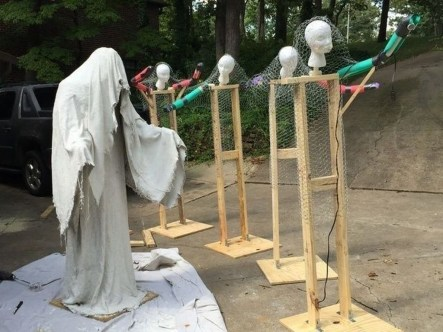Newest Diy Outdoor Halloween Decor Ideas That Very Scary 23