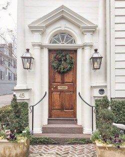 Adorable Front Door Christmas Decoration Ideas That Trend This Year 03