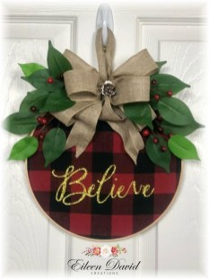 Adorable Front Door Christmas Decoration Ideas That Trend This Year 21