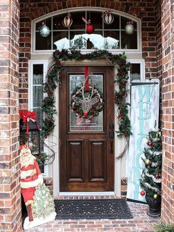 Adorable Front Door Christmas Decoration Ideas That Trend This Year 25