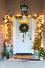 Adorable Front Door Christmas Decoration Ideas That Trend This Year 39