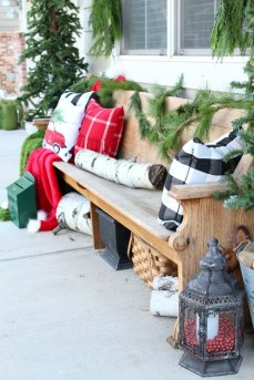 Charming Outdoor Décor Ideas For Christmas To Try 01