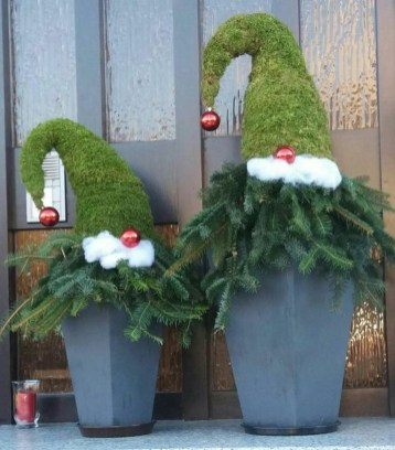 Charming Outdoor Décor Ideas For Christmas To Try 27