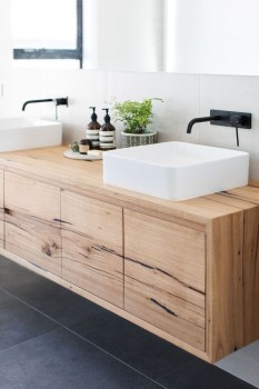 Wonderful Single Vanity Bathroom Design Ideas To Try 37