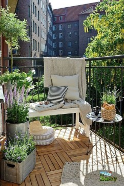 Creative And Simple Fall Balcony Décor Ideas For Small Apartment17