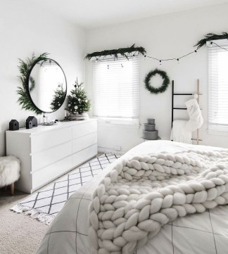 Best Ways To Decorate Your Circle Mirror With Garland36
