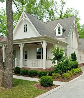Stunning Farmhouse Home Exterior Ideas10