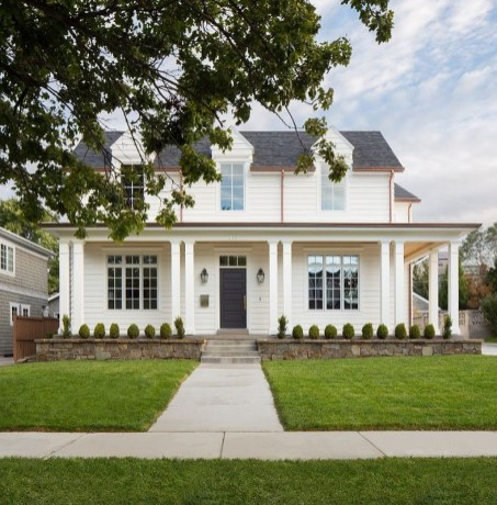 Stunning Farmhouse Home Exterior Ideas29