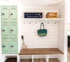 Beautiful Farmhouse Mudroom Remodel Ideas18