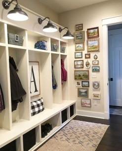 Beautiful Farmhouse Mudroom Remodel Ideas25