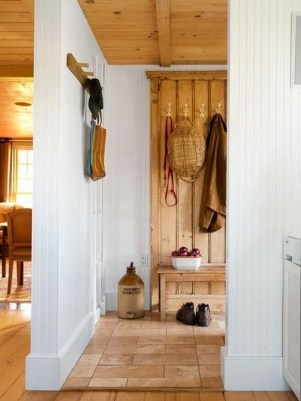 Beautiful Farmhouse Mudroom Remodel Ideas39