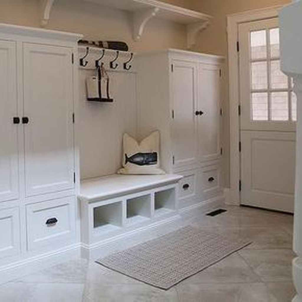 Beautiful Farmhouse Mudroom Remodel Ideas44