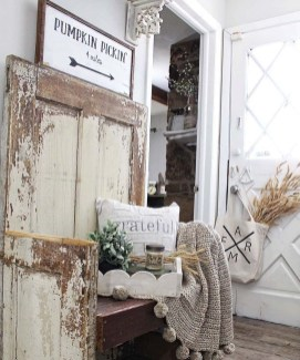 Charming Home Fall Decorating Ideas With Farmhouse Style08