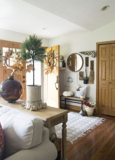 Charming Home Fall Decorating Ideas With Farmhouse Style26