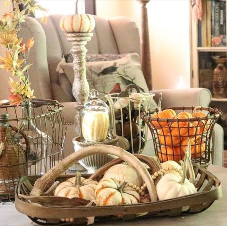 Charming Home Fall Decorating Ideas With Farmhouse Style34