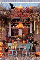 Stylish Wicked Halloween Porch Decorating Ideas On A Budget22