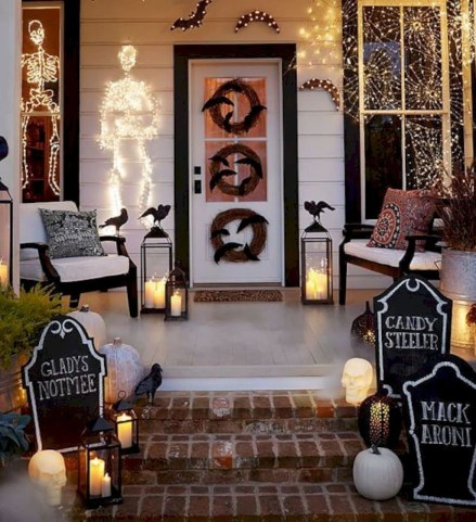 Stylish Wicked Halloween Porch Decorating Ideas On A Budget26