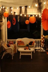 Stylish Wicked Halloween Porch Decorating Ideas On A Budget30