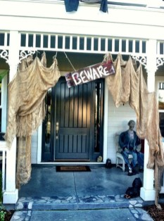 Stylish Wicked Halloween Porch Decorating Ideas On A Budget41