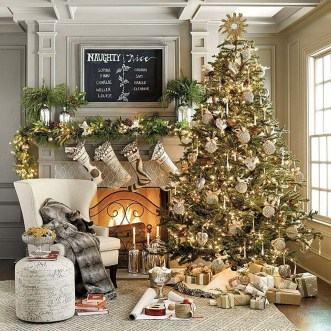 Awesome Vintage Christmas Living Room Decoration Ideas18