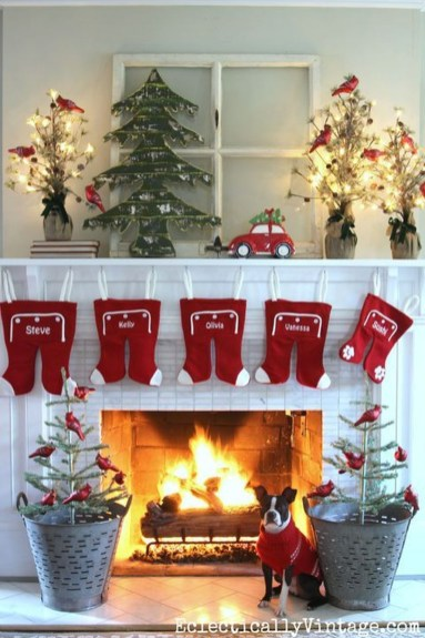 Incredible Christmas Mantel Decorating Ideas Budget15