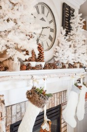 Incredible Christmas Mantel Decorating Ideas Budget20