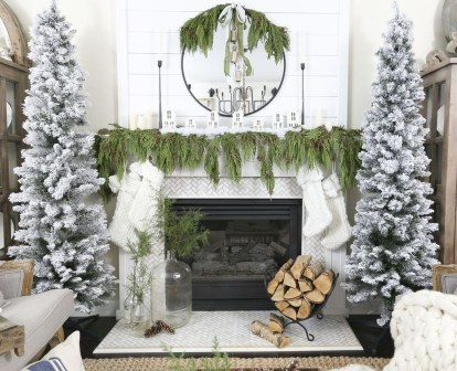 Incredible Christmas Mantel Decorating Ideas Budget33