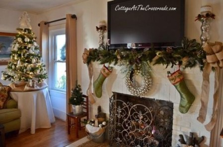 Incredible Christmas Mantel Decorating Ideas Budget39
