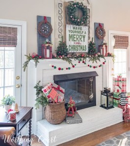 Incredible Christmas Mantel Decorating Ideas Budget41