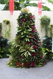 Pretty Christmas Front Yard Landscaping Ideas32