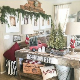 Stunning Farmhouse Christmas Entryway Design Ideas23