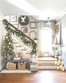 Stunning Farmhouse Christmas Entryway Design Ideas30