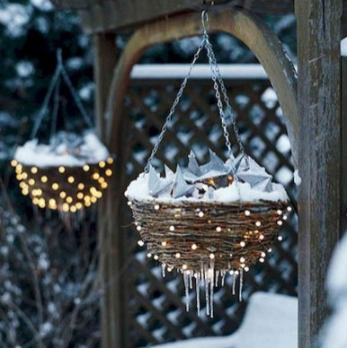 Vintage Outdoor Winter Lights Decoration Ideas23