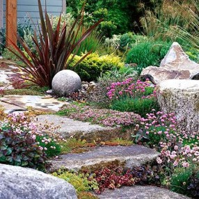 Inspiring Stepping Stone Pathway Decor Ideas For Your Garden04