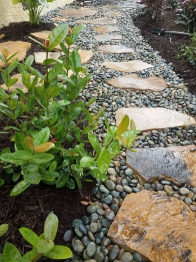 Inspiring Stepping Stone Pathway Decor Ideas For Your Garden09