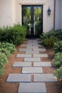Pretty Front Yard Landscaping Ideas24