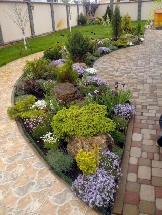 Comfy Low Maintenance Front Yard Landscaping Ideas07