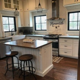 Pretty Farmhouse Kitchen Design Ideas To Get Traditional Accent40