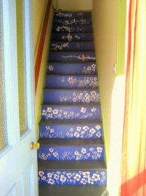 Beautiful Color Ideas For Your Stairs Decoration04