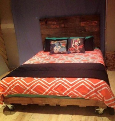Unordinary Recycled Pallet Bed Frame Ideas To Make It Yourself03