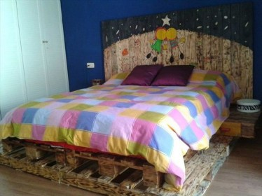 Unordinary Recycled Pallet Bed Frame Ideas To Make It Yourself23