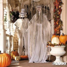 Awesome Scary Halloween Porch Ideas To Try Today35