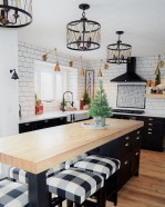 Incredible Black And White Kitchen Ideas To Try15
