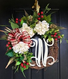 Pretty Wreath Decor Ideas To Hang On Your Door13